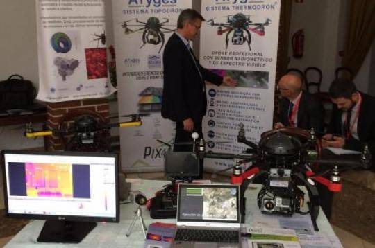 ATyges presenta su sistema Thermodron en el UAS Event 2014 en la Academida de Oficiales de la Guardia Civil